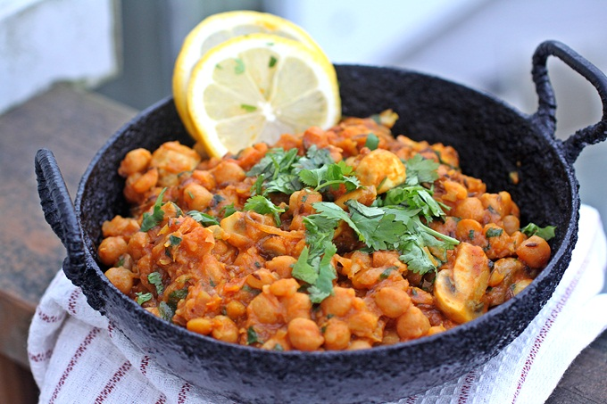 Lemony Chickpeas with Mushrooms