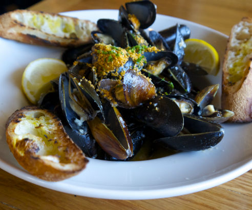 P.E.I. Mussels Oreganta, Beehive in Armonk