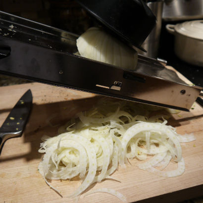 slicing fennel
