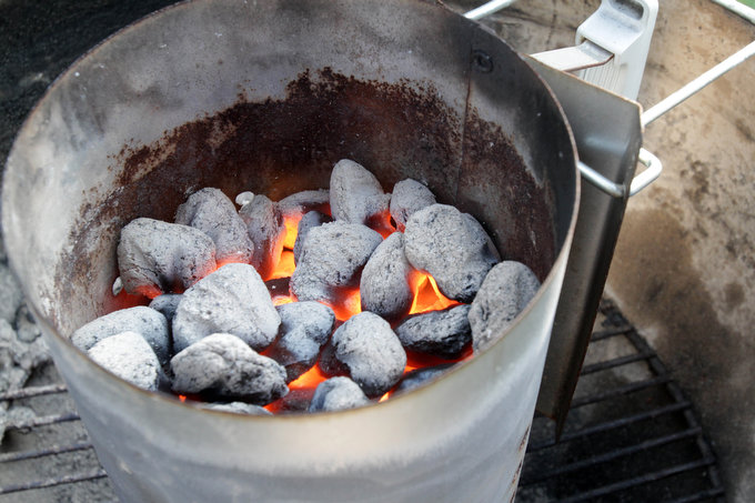 The Easiest And Best Way To Get Charcoal Perfectly Lit Is To Use A Chimney  Starter, Which Lights Briquettes Or Wood Quickly Without The Use Of Lighter  Fluid ...