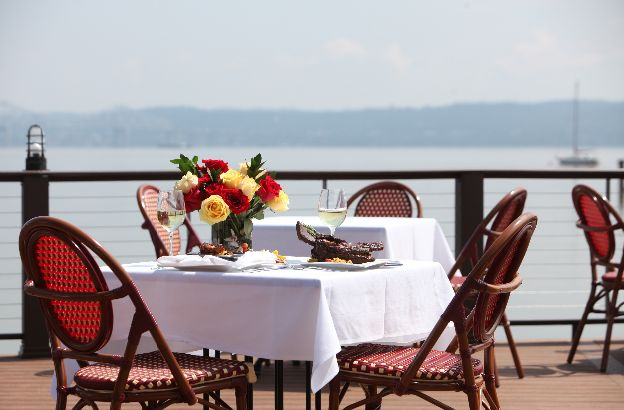 outdoor dining rockland waterfront