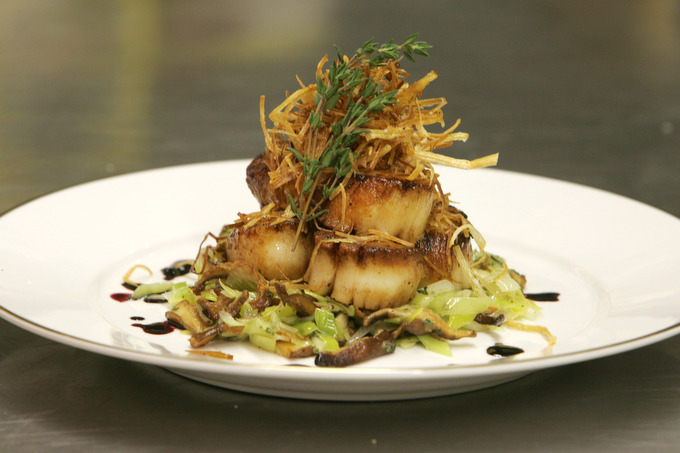 Pan Seared Scallops with Leeks and Shiitake Mushrooms